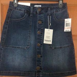 Kensie new with tags jean skirt size 2/26.Stretchy